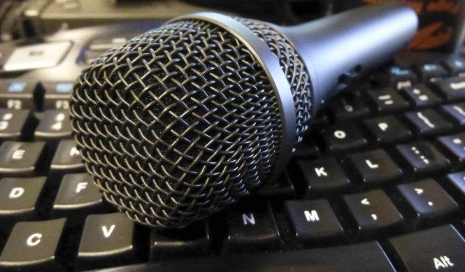 microphone on keyboard